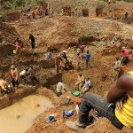 Artisanal gold miners in the eastern Democratic Republic of Congo at Iga Barrière in Ituri © Guy Oliver / IRIN